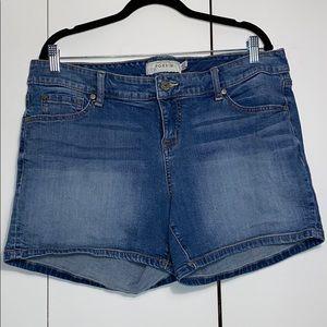 Torrid medium-wash denim shorts